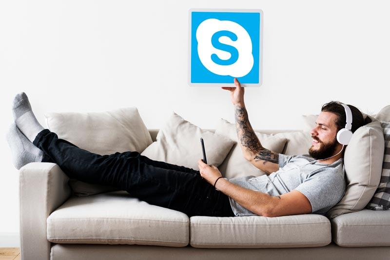 kreuzbund-rheinberg-mann-sofa-skype-web